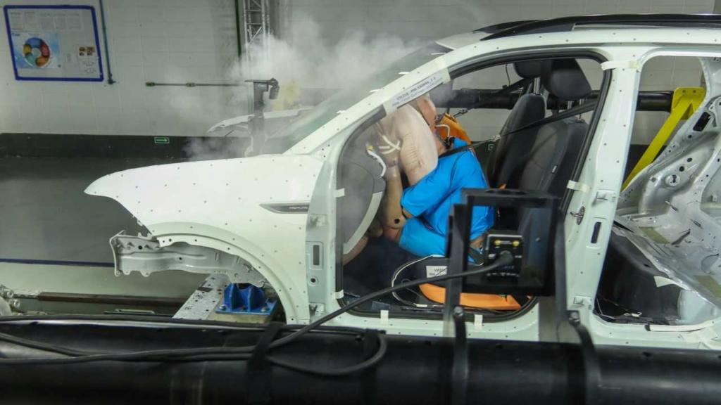 VW mostra como fez o T-Cross ter 5 estrelas em segurança Vw-lab12