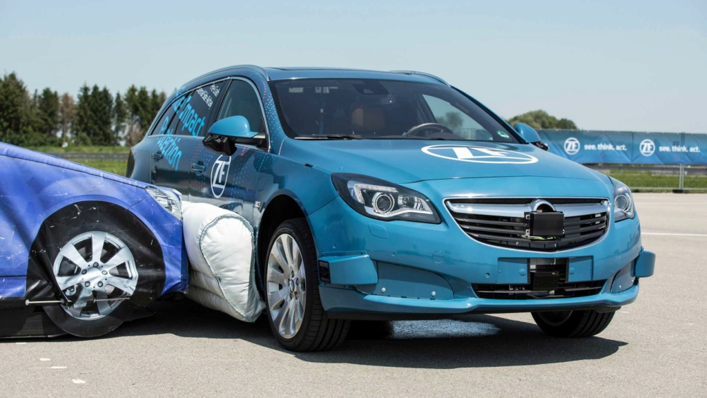 ZF mostra primeiro airbag lateral externo Zf-zei11