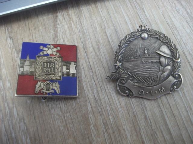 deux insignes don un à identifier Dscf4517