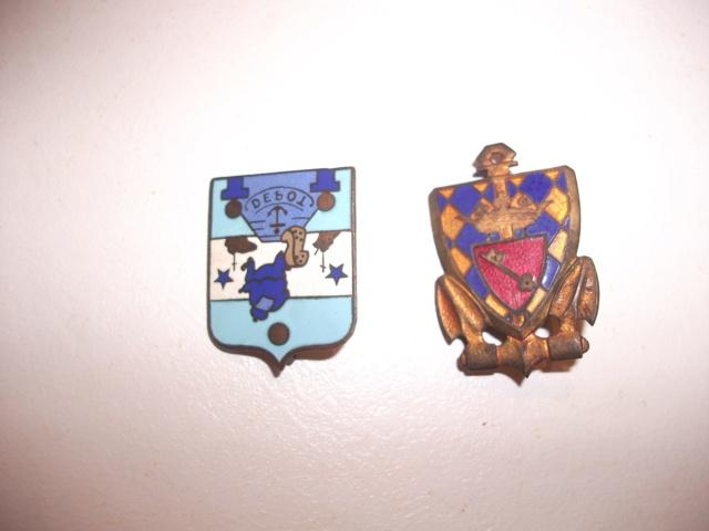 un kepi polo de pharmacien guerre 14/18 et deux insignes Dscf5018