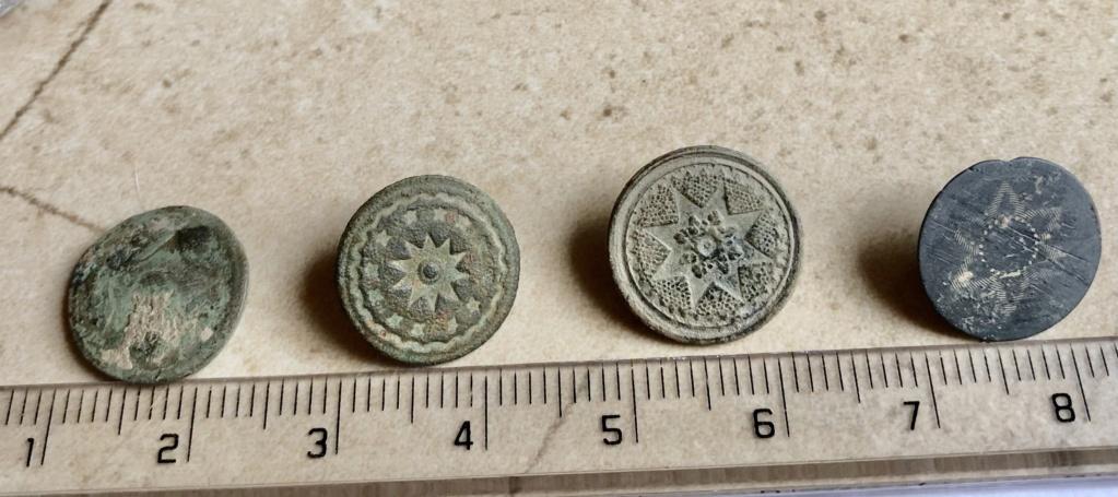 botones encontrados en la provincia de huesca Img_6514
