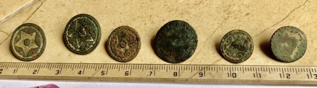 botones encontrados en la provincia de huesca Img_6515