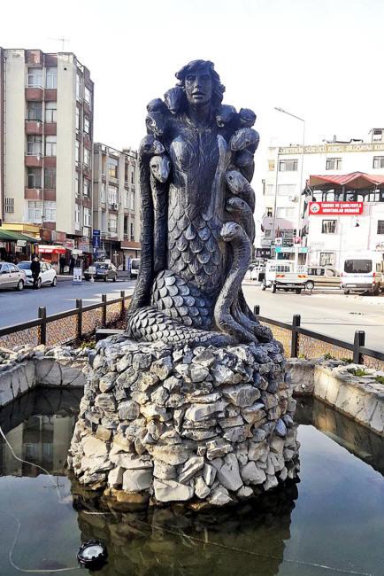 La Reine Perse des Serpents Histor11