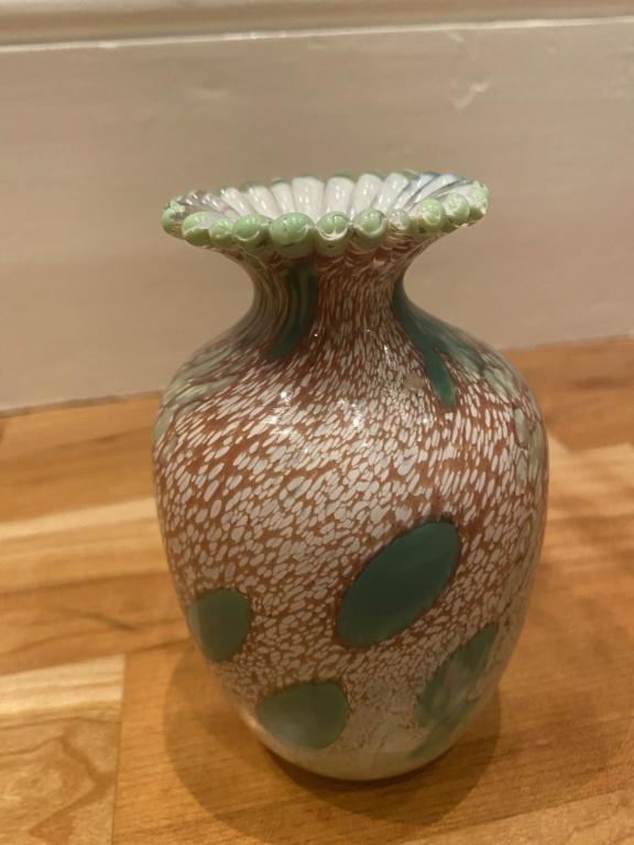 Swirl/spot vase with flower/petal neck 11e36310