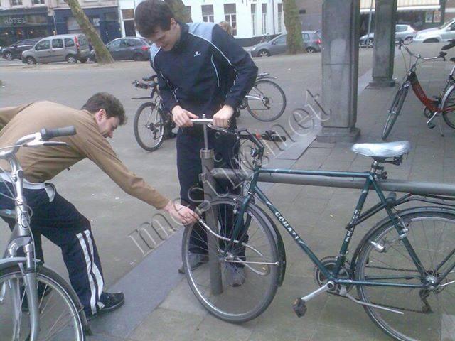 Pompe à velos dans l'espace public - Belgique 12388410