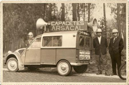 Photos et cartes postale 2cv camionnette  - Page 3 2cv_az11