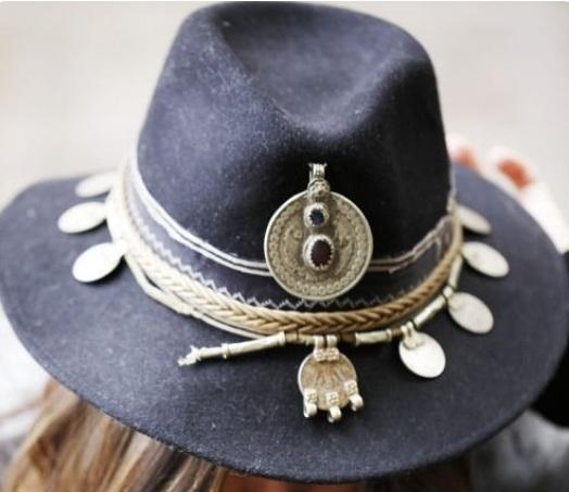 Customisatiin des chapeaux Bijoux10