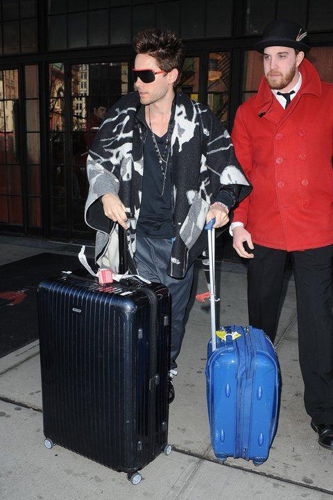 [2011] Jared à la sortie de son hotel New Yorkais 01910
