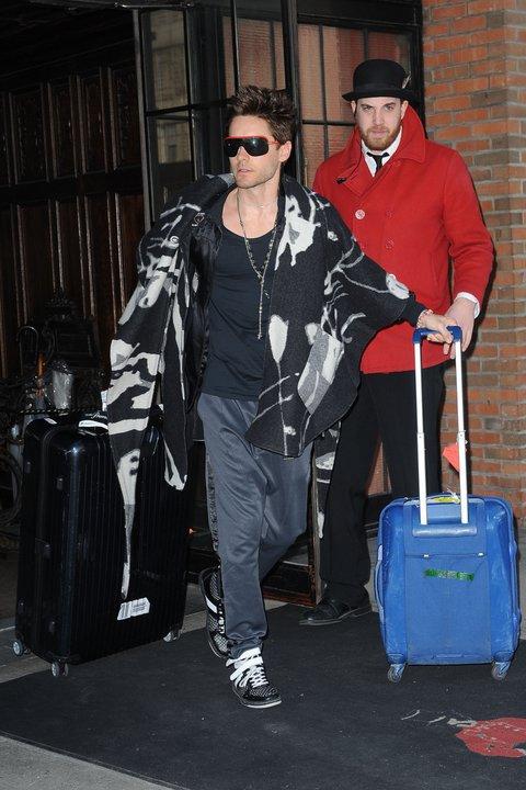 [2011] Jared à la sortie de son hotel New Yorkais 02010