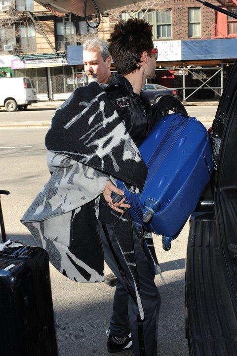 [2011] Jared à la sortie de son hotel New Yorkais 02610
