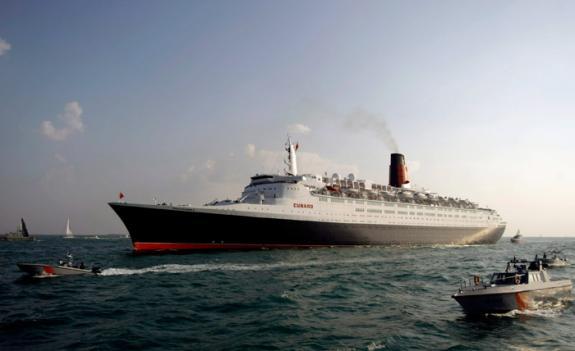 Le 'Queen Elisabeth II' hôtel flottant à Dubaï 2qir7110