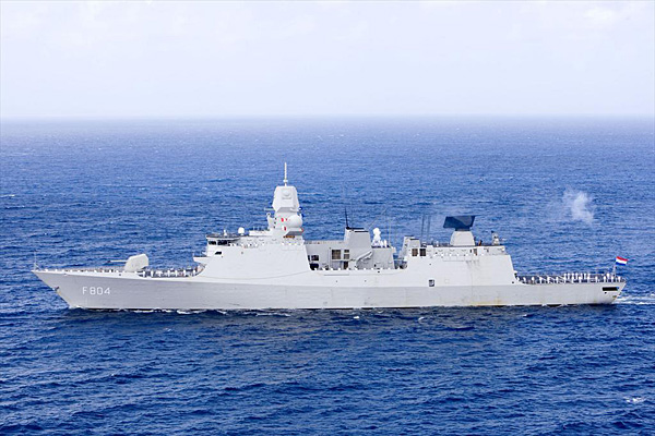 De Zeven Provinciën air defense and command class frigates - Page 3 Dereui10
