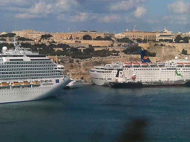 Photos en live des ports dans le monde (webcam) - Page 4 Malta_17