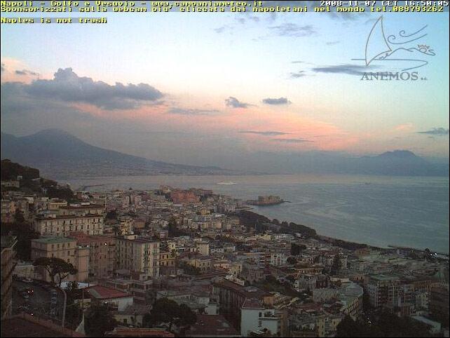 Photos en live des ports dans le monde (webcam) - Page 3 Napoli10