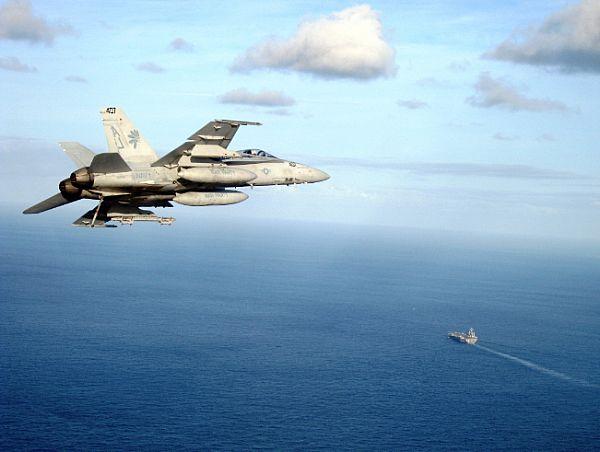 Navy Aircraft : F18 Hornet & Super Hornet - E-2 Hawkeye ... - Page 2 Web_0814