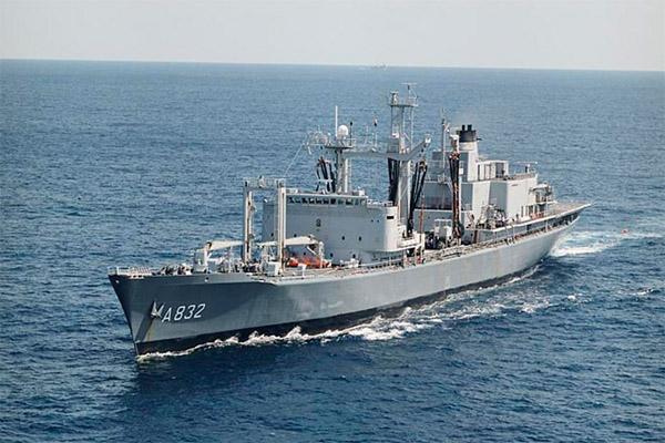 Bevoorradingsschip - Replenishment ships - Ravitailleurs Zuid_210