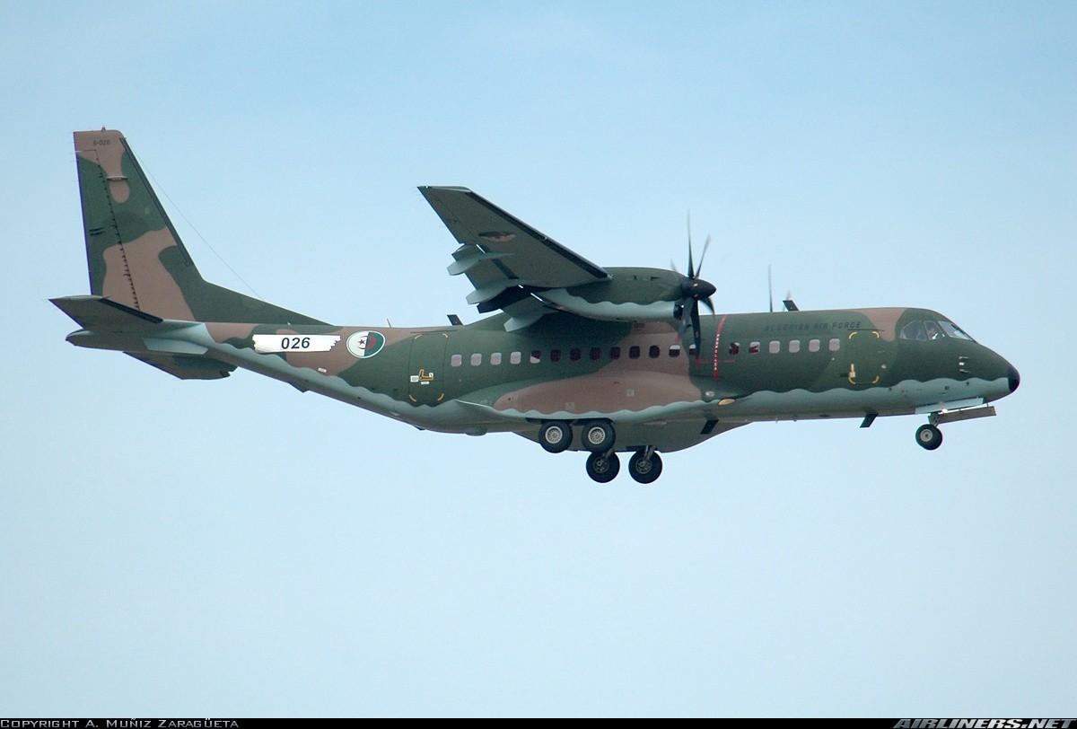 طائرة النقل التكتيكيه Casa C-295 09817110