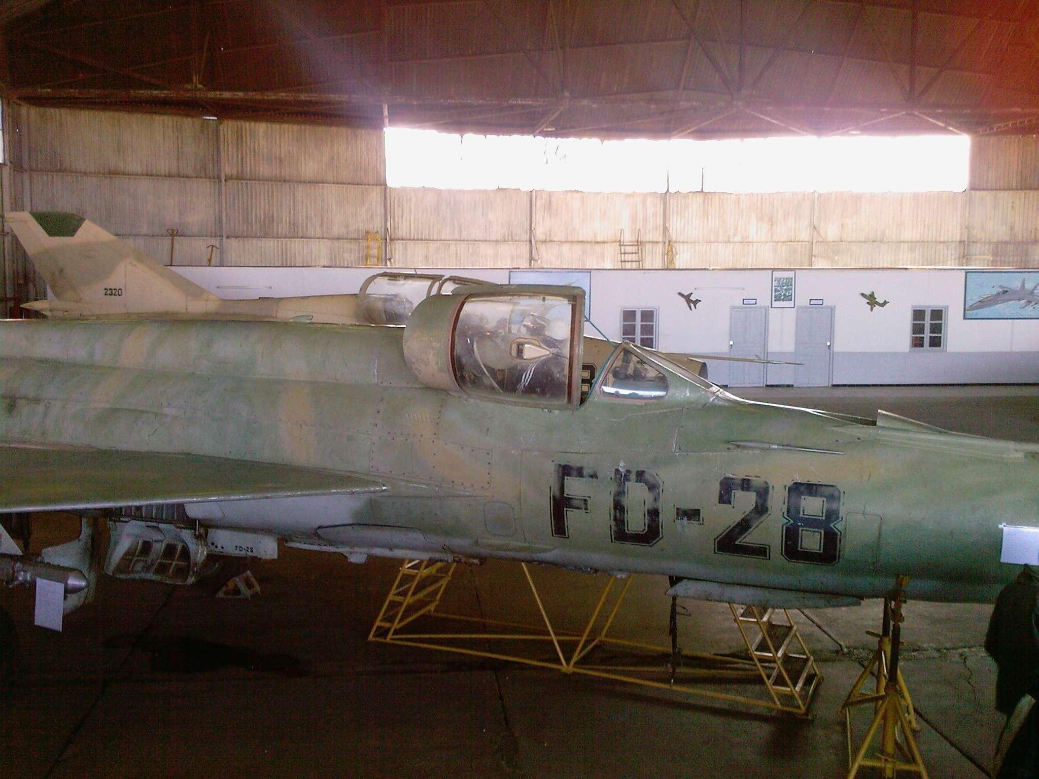 طائرة مقاتلة إعتراضية ميغ-21  MIG-21 Photos50