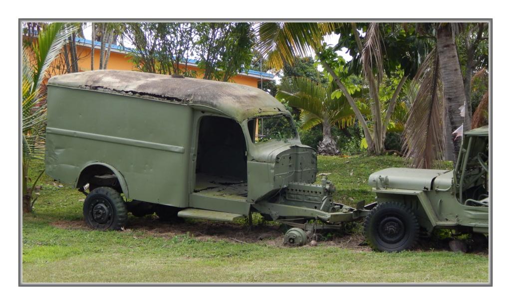 Quelques véhicules Américains  (d'époque ?) en N-C Dscn4112