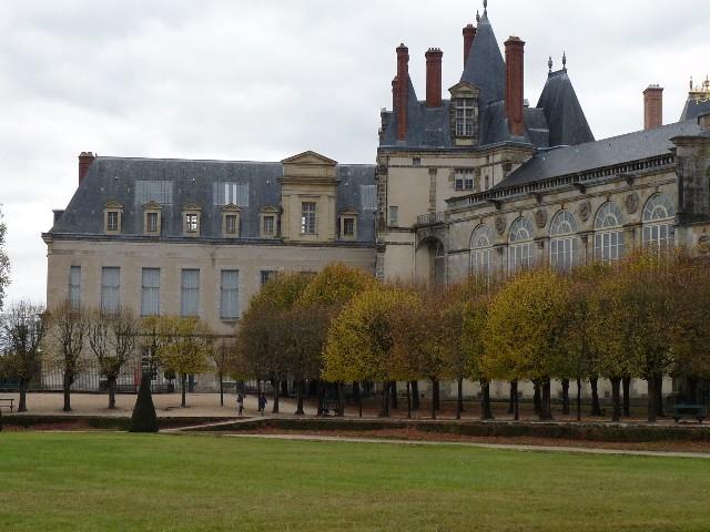 Promenade dans les jardins de Fontainebleau 19110