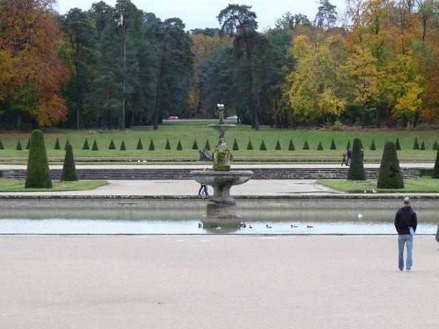 Promenade dans les jardins de Fontainebleau 22110