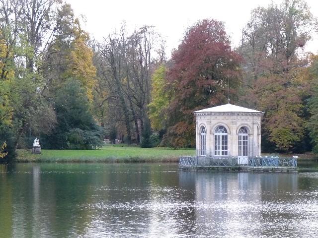 Promenade dans les jardins de Fontainebleau 23110