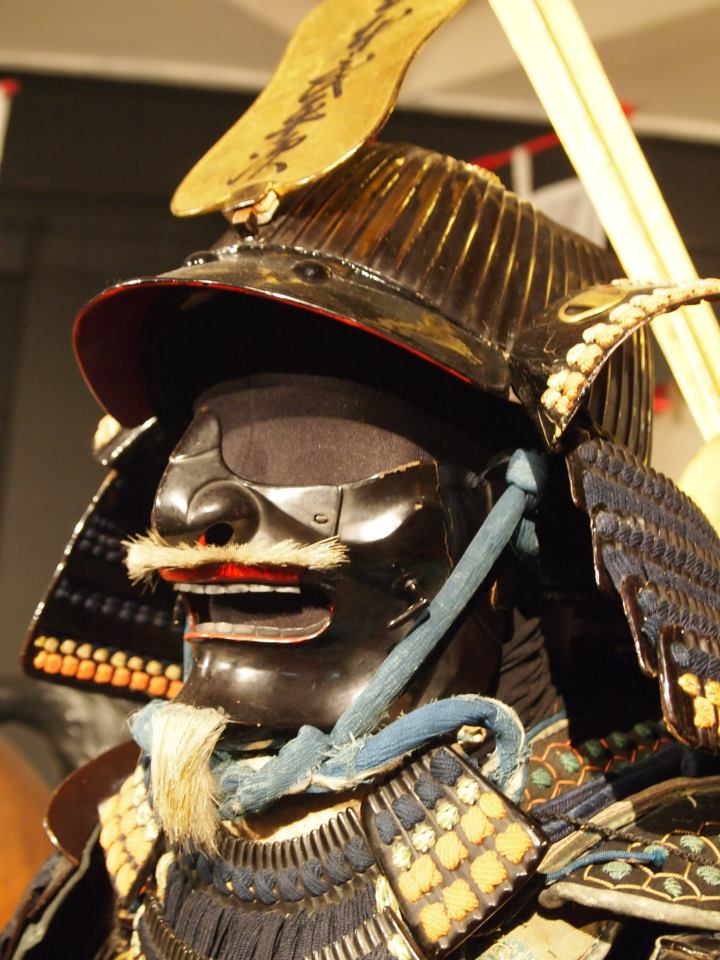 Exposition à Kiev: armures samourai (photos) 53747910