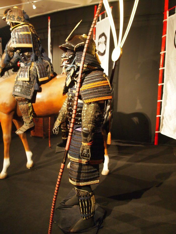 Exposition à Kiev: armures samourai (photos) 54929010