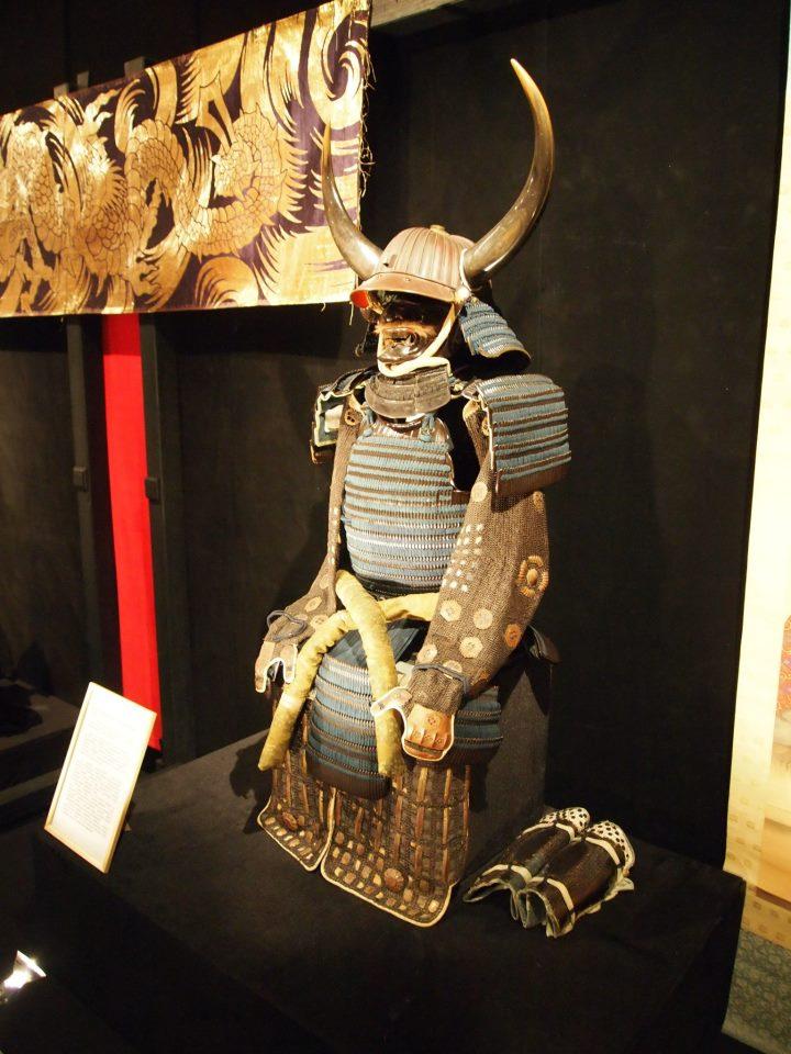Exposition à Kiev: armures samourai (photos) Eee10