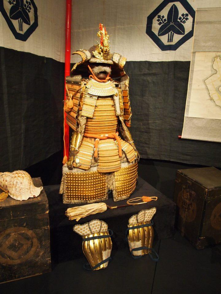 Exposition à Kiev: armures samourai (photos) Eeeee10