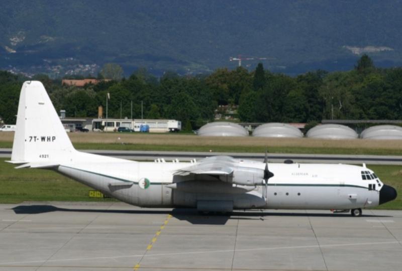 طائرة النقل سى-130 هرقل  CC-130 Hercules 7t-whp11
