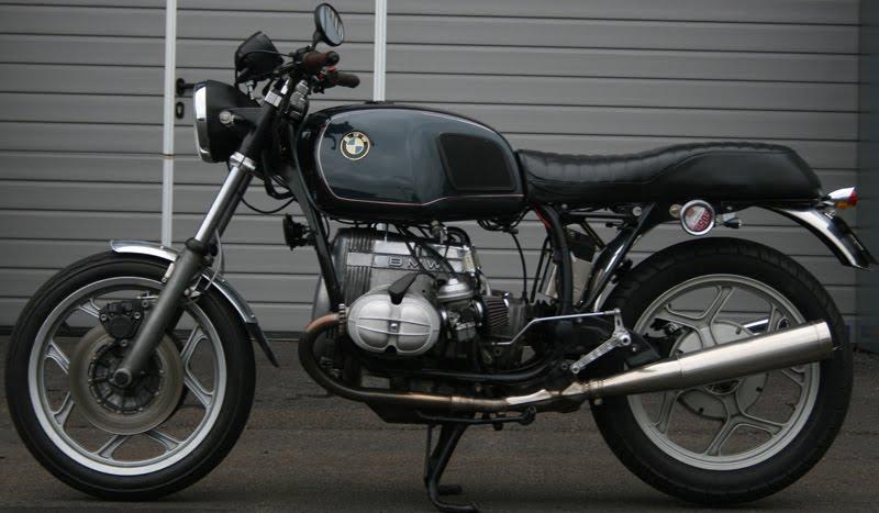 C'est ici qu'on met les bien molles....BMW Café Racer - Page 6 Bmw00210