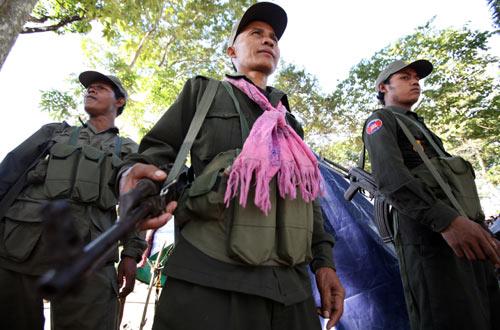 ทหารเขมรคึกคักมีผ้ายันต์-ตะกรุดกันกระสุน 55100013