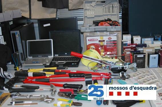 Desarticulada una banda a qui s'imputa prop de 40 robatoris des del Pirineu fins al Penedès Baclav11