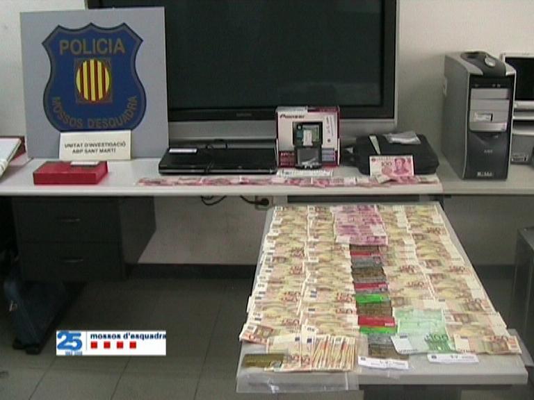 Detingut a Barcelona el propietari d'un restaurant per estafar més de 30.000 € copiant targetes de clients Estafa10