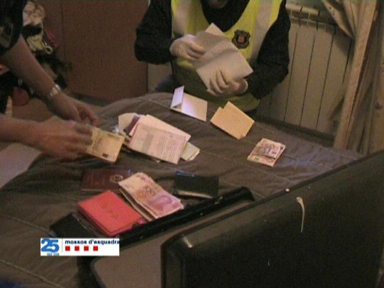 Detingut a Barcelona el propietari d'un restaurant per estafar més de 30.000 € copiant targetes de clients Estafa13