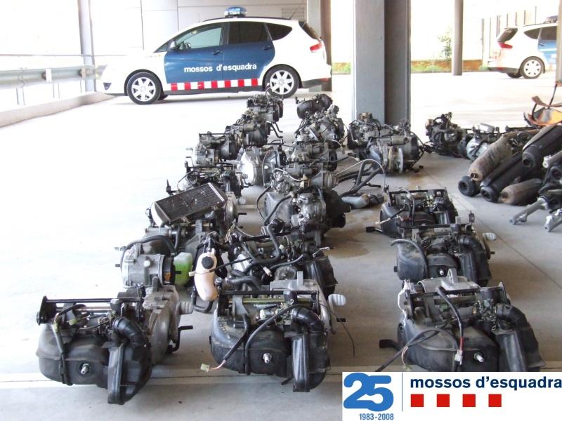 Els Mossos intercepten una furgoneta al que portava 26 motos robades al Marroc Motos210