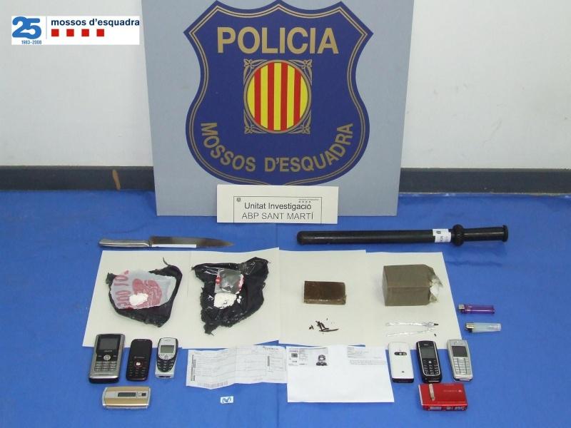 Desarticulat un grup molt actiu de traficants en un edifici del barri de Besòs (Barcelona) Np948a10