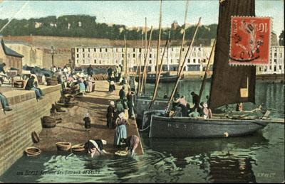 NEW - Brest et ses remparts Cpa_br13