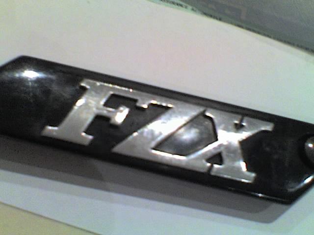 """[TUTO] restaurer les petits caches chromé """"FZX"""" latéraux  Fzx_re12"""