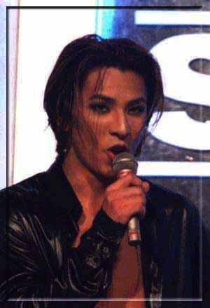 Photos de Yoshiki - Page 4 Yoshik11