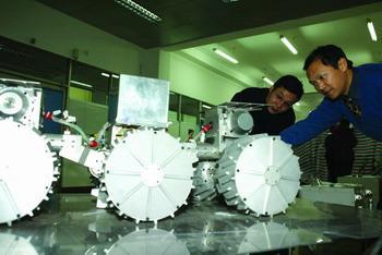 La Chine pourrait lancer un engin lunaire d'ici 2012 Car_ha10