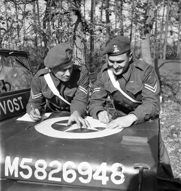 Provost Corps Canadan 39/45 deux version  A1401210