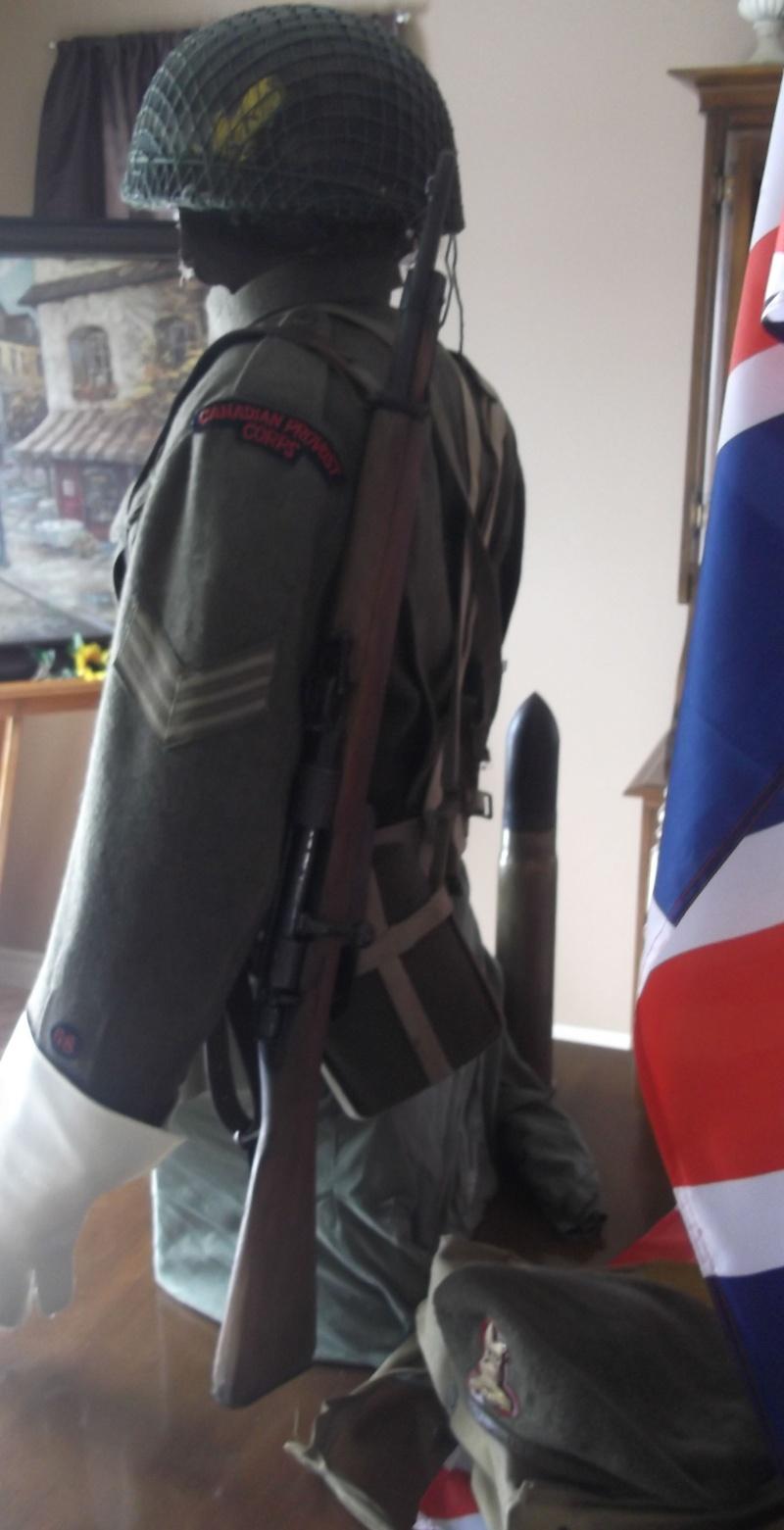 Provost Corps Canadan 39/45 deux version  Dscf7013