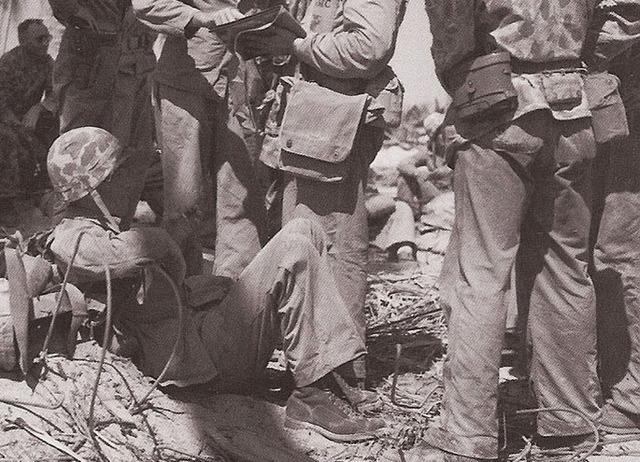 Couvre casque USMC dit mosquito sur M1 US Navy 1943 Post3213