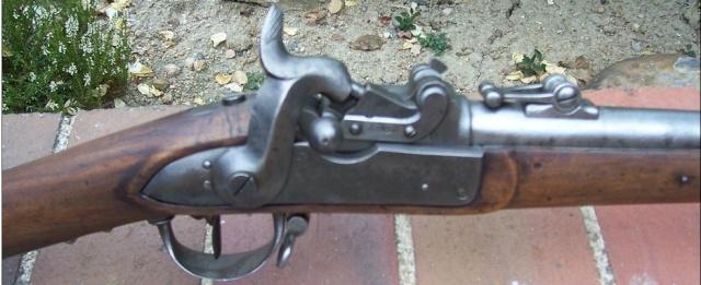 Quelques paquetages, armes et équipements suisses. 979_0011