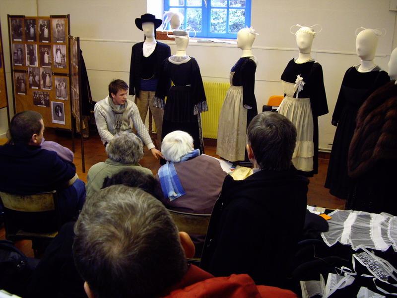 Présentation du Costume Traditionnel de Brasparts Imgp4223