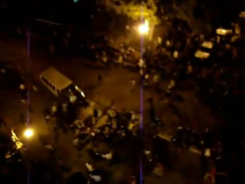 سياره دبلوماسيه تدهس متظاهرين Youtub10
