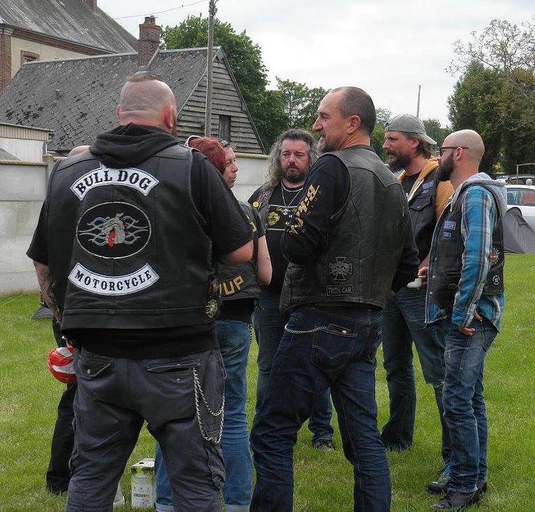 Couleurs des differents clubs de bikers - Page 27 Conde_10