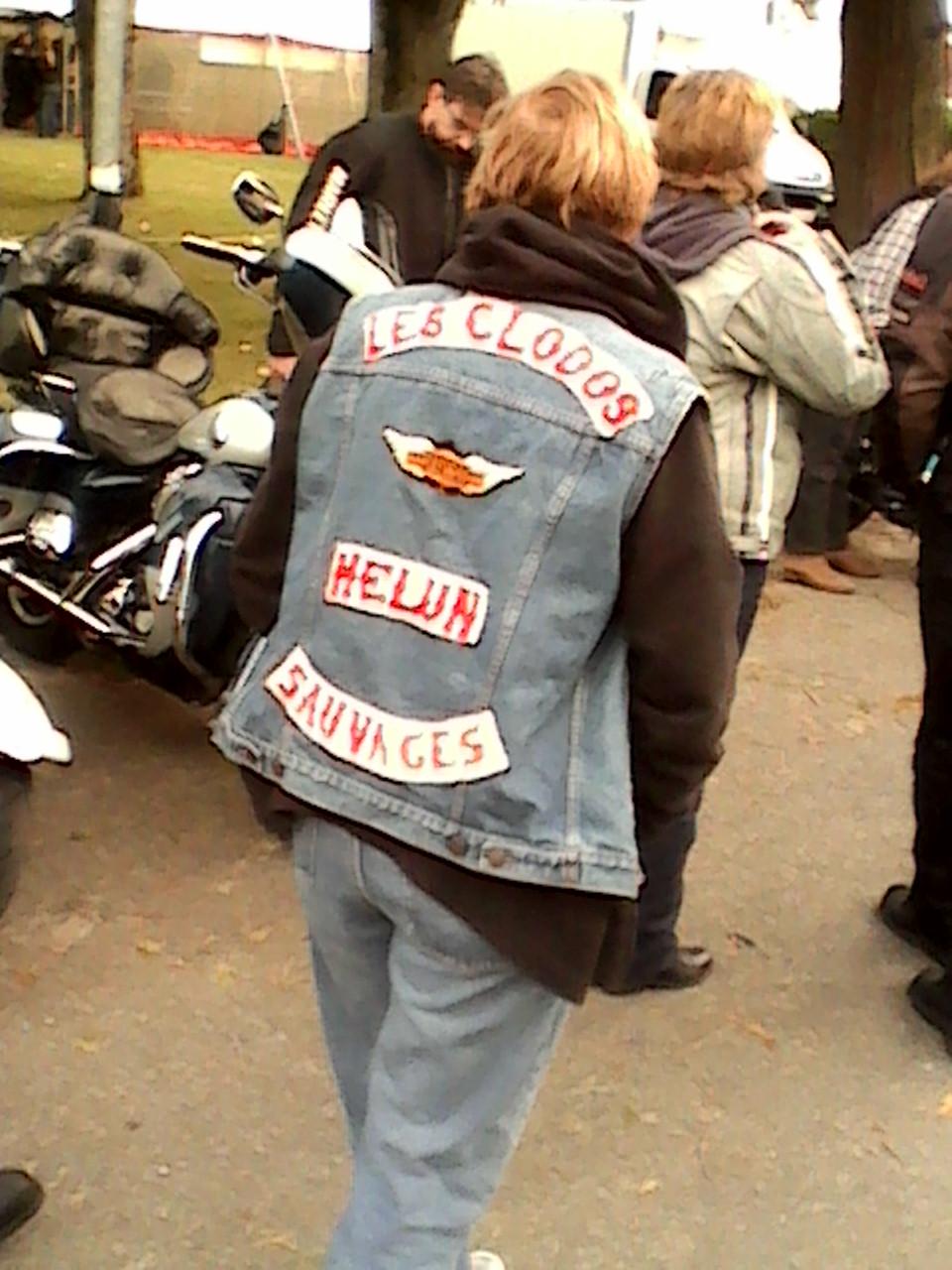 Couleurs des differents clubs de bikers - Page 27 Dsc_0012